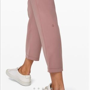 lululemon athletica Pants - Lululemon On the Fly 7/8 Pants Woven size 6